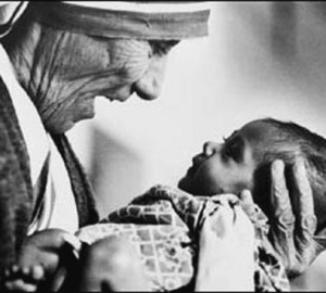 2008-10-mother_theresa_with_armless_baby